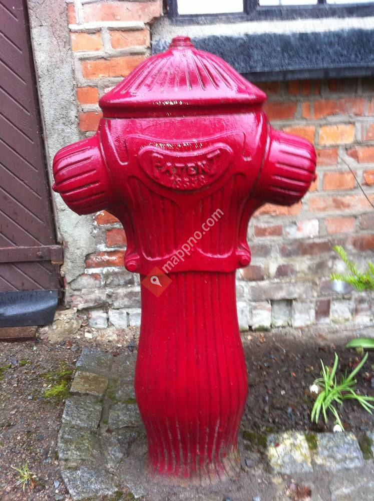 FRI FORM: Den Røde Hydranten
